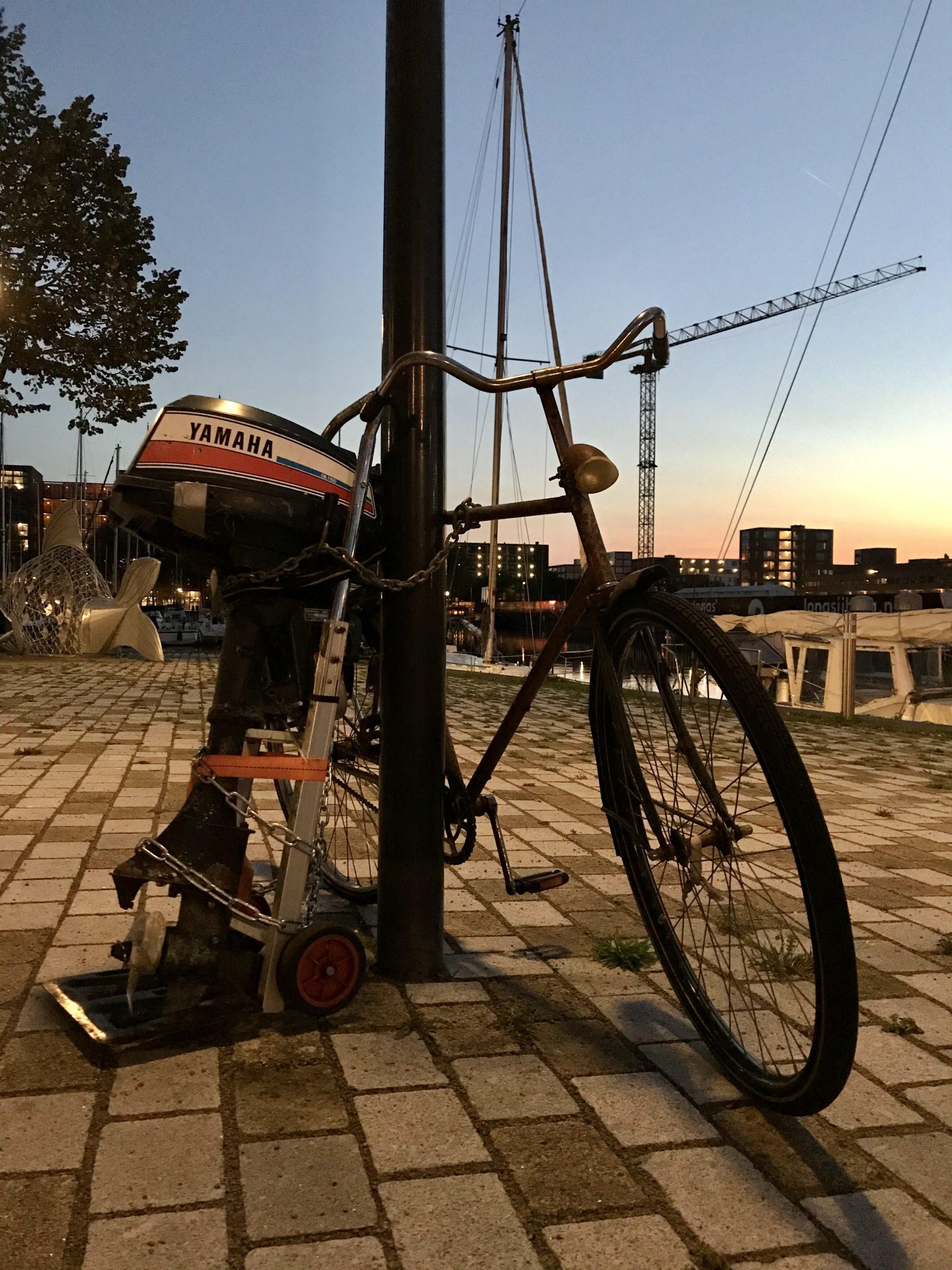 Fahrrad mit Außenborder - Amsterdam, Niederlande