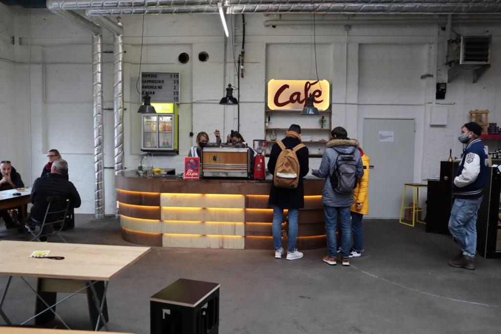 Cafe im Samstagsmarkt